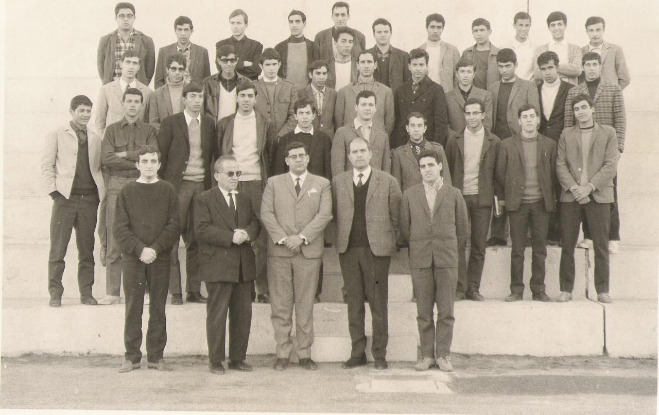 le-proviseur-et-les-surveillants-1968-69.jpg
